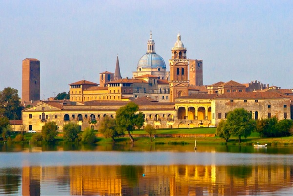 Places of interest are highlighted in Rocky Ruggiero's blog about Mantua, Italy.