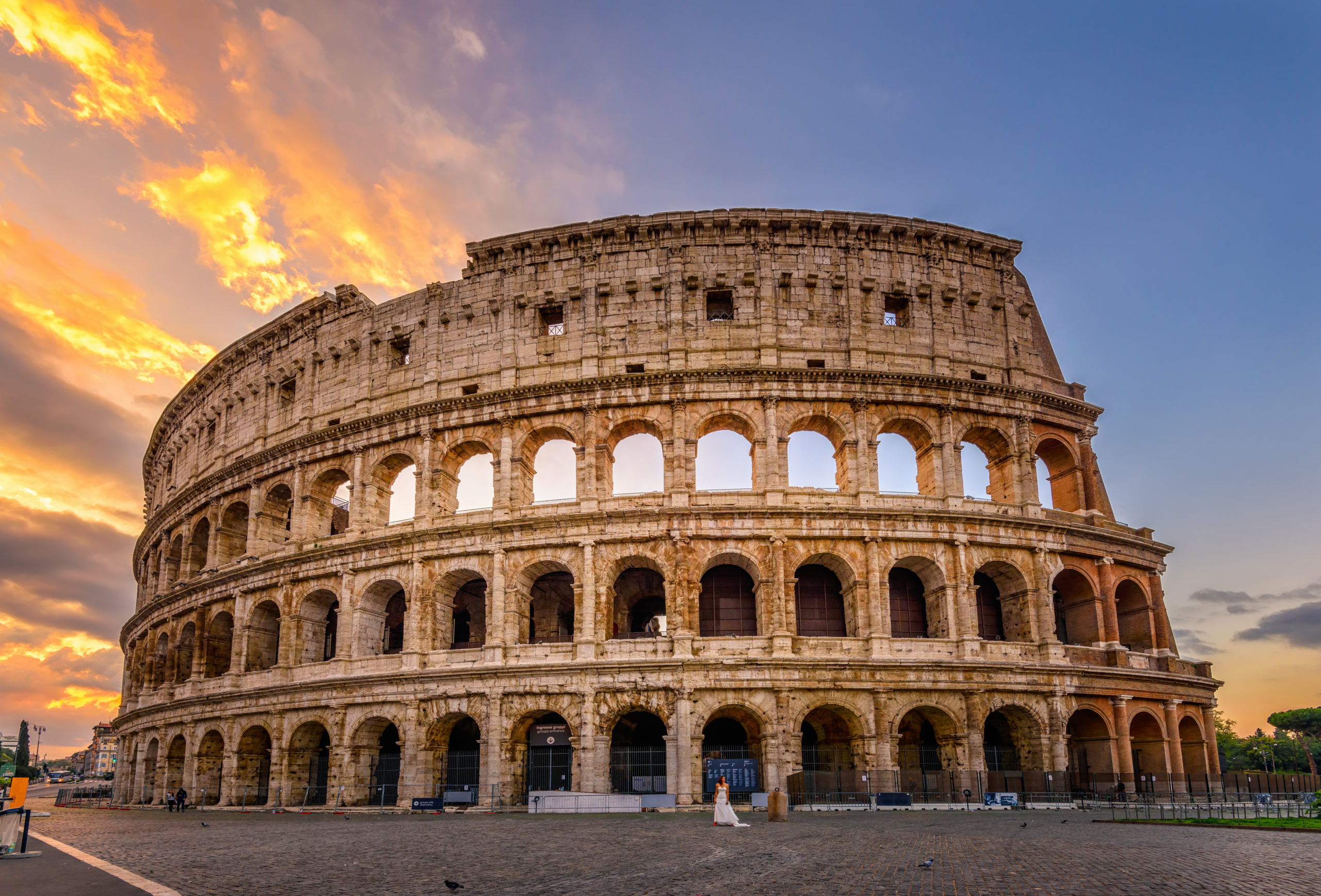 Sunrise,View,Of,Colosseum,In,Rome,,Italy.,Rome,Architecture,And